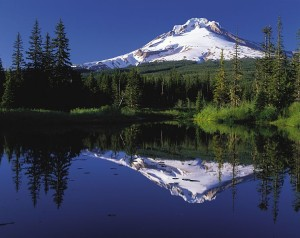 755px-Mount_Hood_reflected_in_Mirror_Lake,_Oregon[1]
